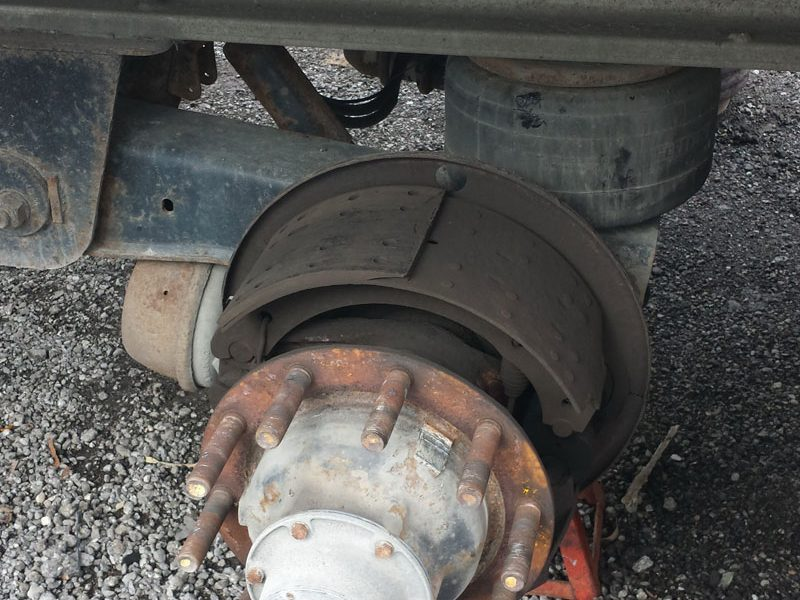 Truck brake pads replacement